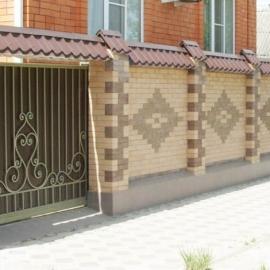 Услуги строительства кирпичных заборов в Саратове